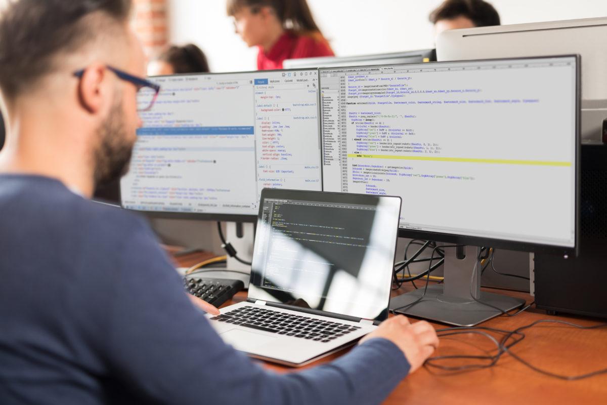 Für eine Informatikfirma ist die Privatsphäre der Nutzer zentral. Das Unternehmen führt ein Frühwarnsystem ein, um Kunden, die Produkte missbrauchen könnten, frühzeitig zu erkennen.