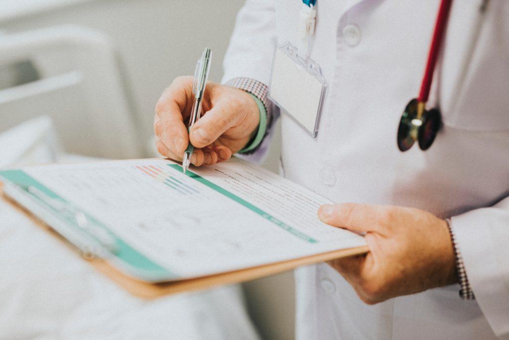 Klinische Studien sind eine wichtige Voraussetzung für medizinische Innovation. Gleichzeitig müssen der Datenschutz und die Privatsphäre der Teilnehmenden garantiert sein.