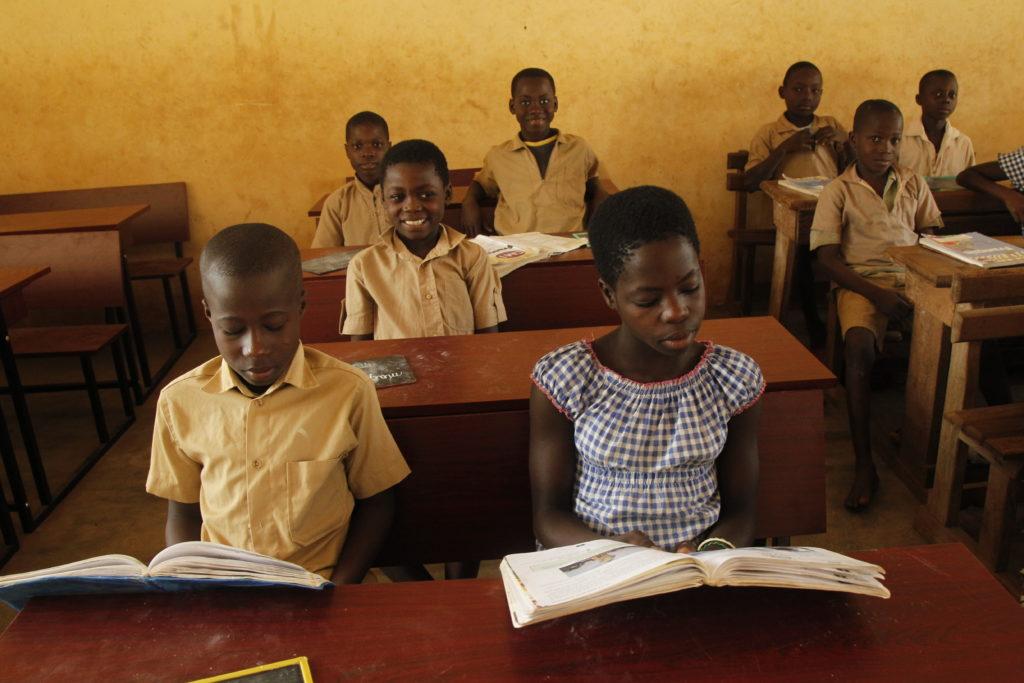 Ausbildungsprogramme fördern die wirtschaftliche und gesellschaftliche Entwicklung.